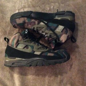 Nike Air Bo camouflage boot sneakers